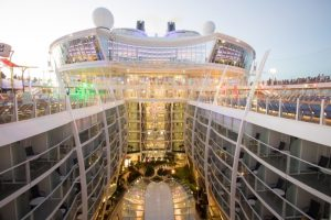 Paluba lodě Symphony of the Seas. Autor: SBW-Photo
