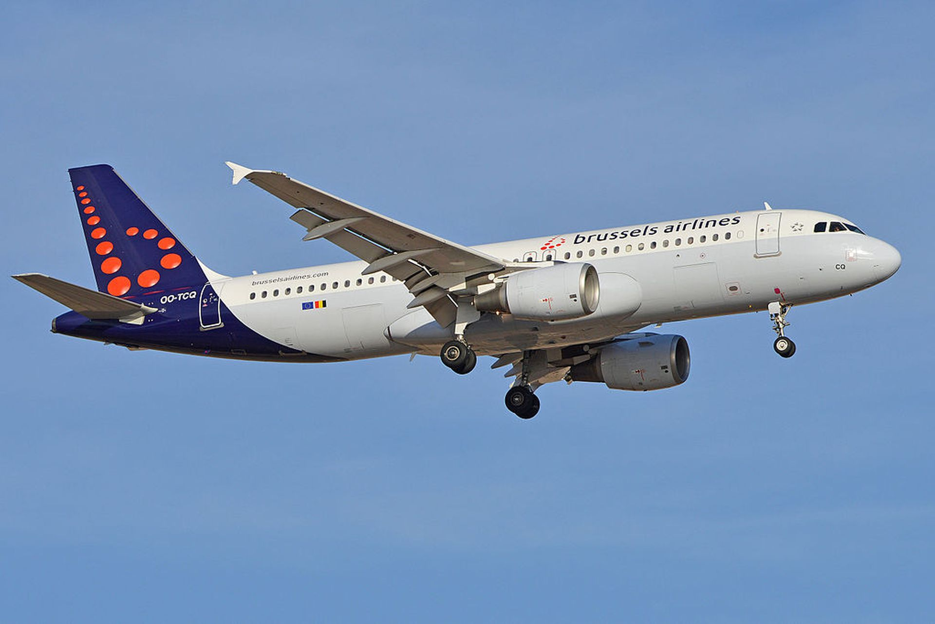 Airbus A320 společnost Brussels Airlines. Foto: Alan Wilson from Stilton, Peterborough, Cambs, UK [CC BY-SA 2.0 (https://creativecommons.org/licenses/by-sa/2.0)]=