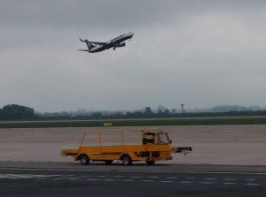 Letadlo Ryanairu startuje z Letiště Pardubice. Autor: Zdopravy.cz/Jan Šindelář