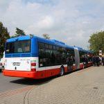 Kloubové autobusy SOR pro linku Praha - Neratovice. Pramen: ROPID