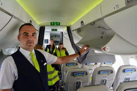 Jedna z chlouby letadla: velké úložné prostory pro cestující, které nápadně připomínají interiér dreamlineru. Pro menší cestující jsou také lépe přístupné. Foto: Jan Sůra