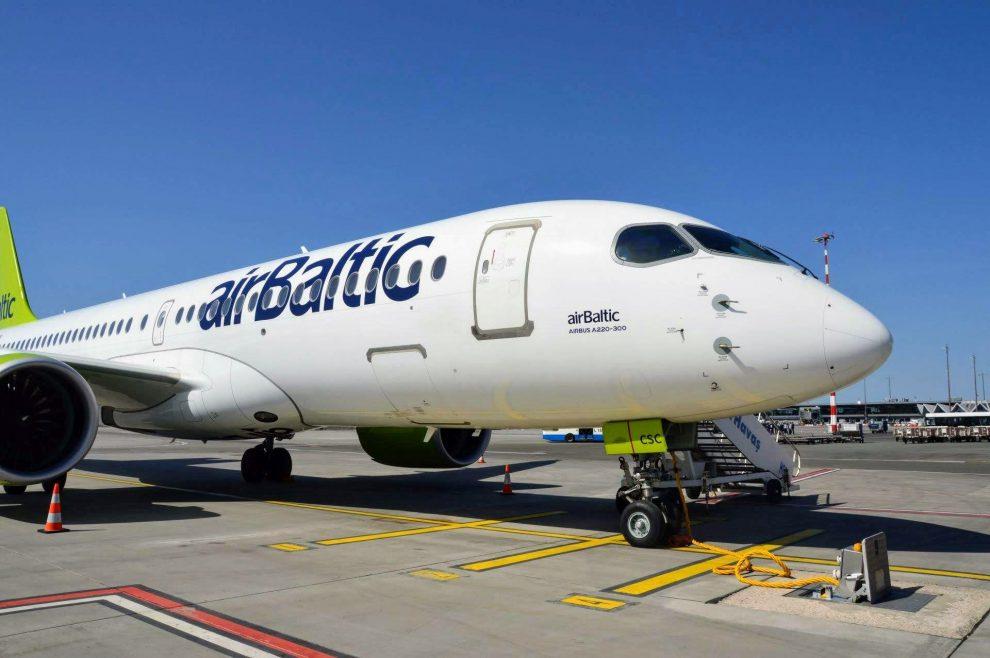 """Jeden z """"nejstarších"""" strojů A220-300 ve flotile airBaltic. Firma ho převzala v březnu 2017"""
