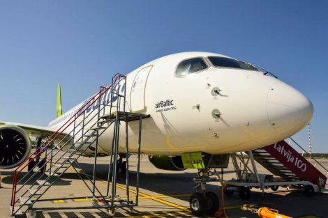 A220-300 mají nahradit postupně ve flotile airBaltic nejen Boeingy 737, ale také turbovrtulové Q400. Foto: Jan Sůra