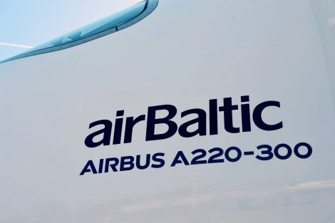 airBaltic letadla původně odebíral jako Bombardier CS300. Kanadský výrobce ale musel nakonec kvůli ekonomickým problémům letadlo přenechat Airbusu. Foto: Jan Sůra