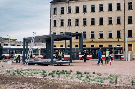 Kontejnerové čekárny před dolním nádražím v Brně. Autor: KAM Brno/Marieta Malíková