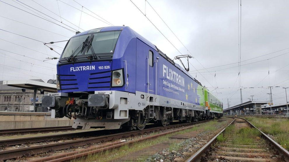Vlak FlixTrainu v Berlíně s vlakem do Kolína nad Rýnem s lokomotivou Siemens Vectron. Foto: FlixTrain