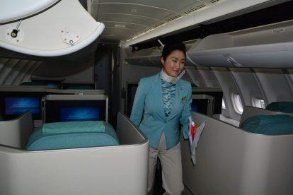 Byznys třída a příprava kabiny v Boeingu 747-8i Korean Air. Foto: Michal Holeček
