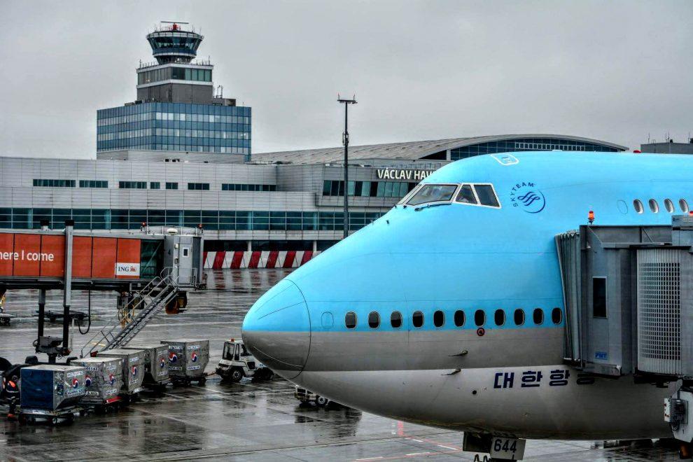 Korean Air je jediným dopravcem, který do Prahy nasazuje Boeing 747-8i. Foto: Michal Holeček