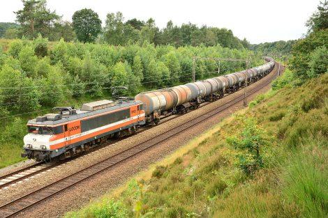 Lokomotiva řady 1600 od Alstomu v barvách společnosti Locon. Foto:Jan Derk Remmers [CC BY-SA 4.0 (https://creativecommons.org/licenses/by-sa/4.0)]