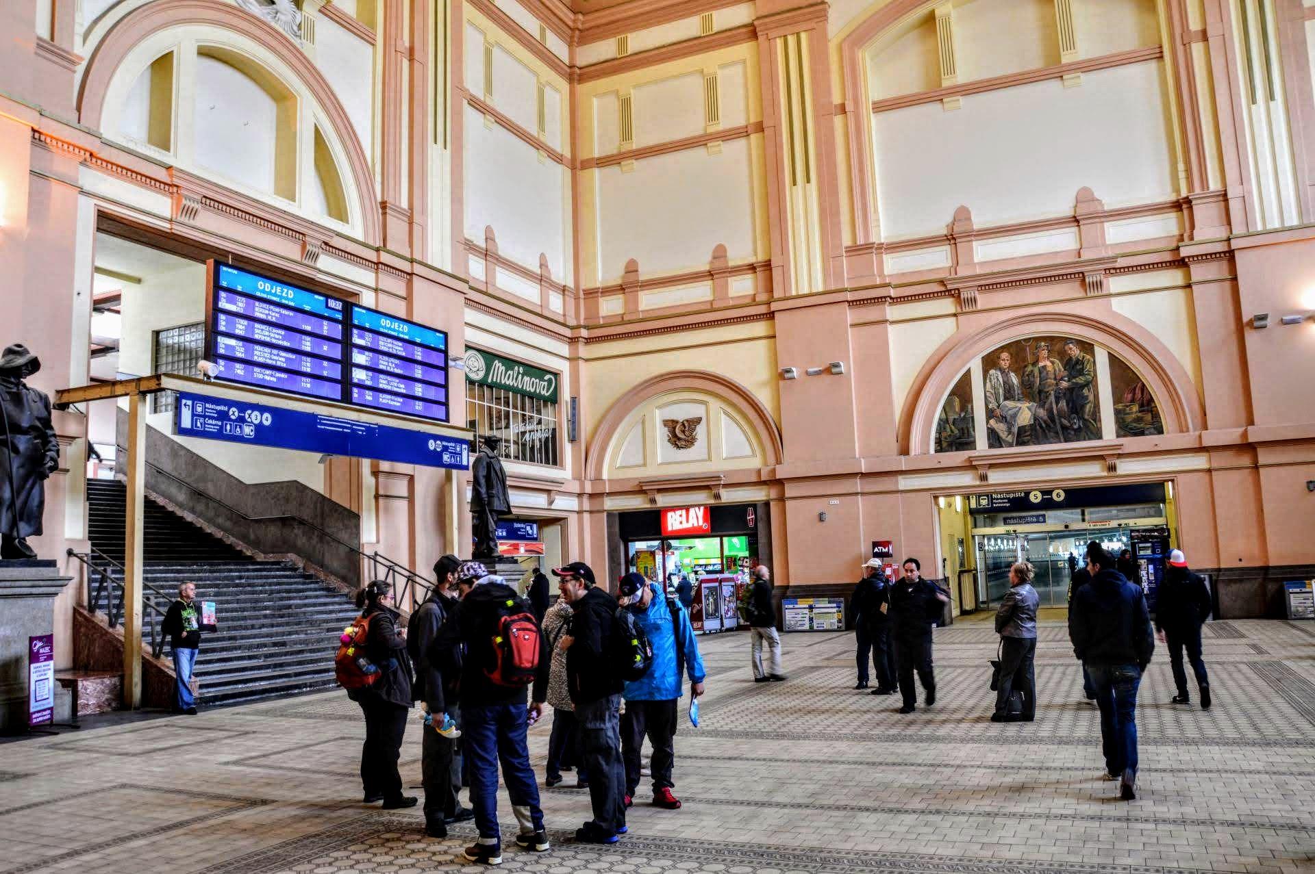 Odbavovací hala hlavního nádraží v Plzni. Foto: Jan Sůra