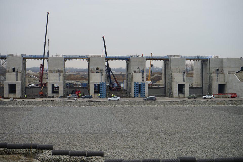 Stavba na Odře. Pramen: Wody Polskie