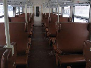 Stávající interiér vozu Bdmtee. Foto: PetrS / Wikimedia Commons