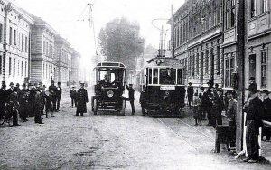 Tramvaje a trolejbusy jezdily v Českých Budějovicích už před 1. světovou válkou. Pramen: DPMČB