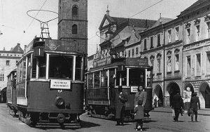 Tramvaje na hlavním českobudějovickém náměstí. Pramen: DPMČB
