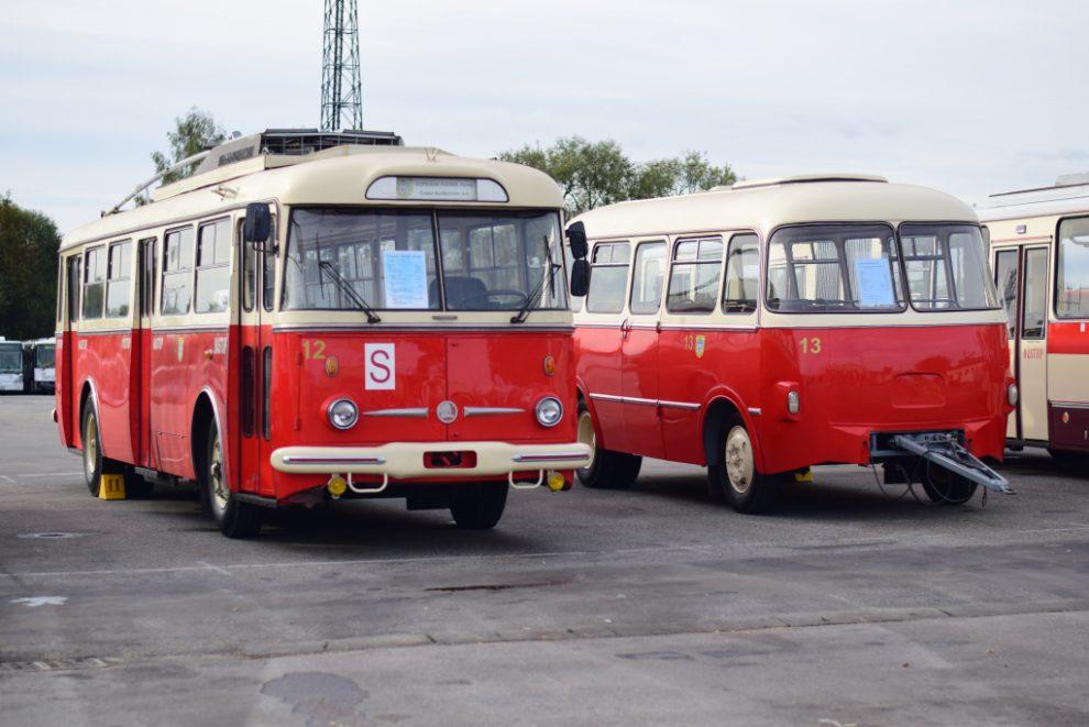 Historický trolejbus Dopravního podniku města České Budějovice. Pramen: DPMČB