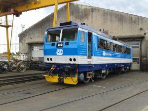 Hlavní oprava elektrické lokomotivy Českých drah. Pramen: DPOV