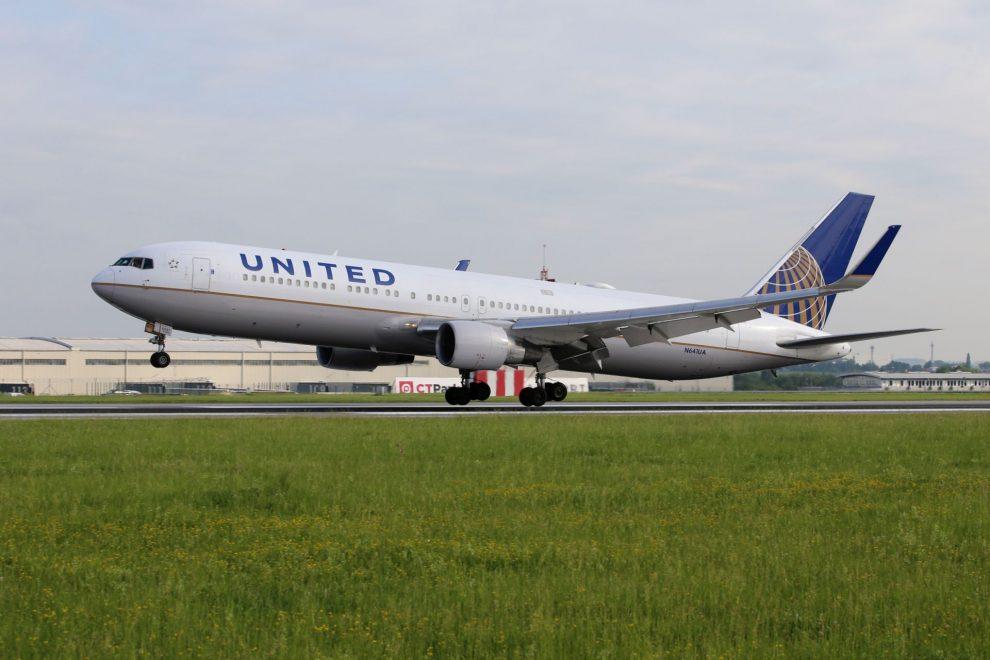 Boeing 767-300 společnosti United Airlines v Praze. Foto: Letiště Praha