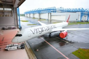 A350-1000 Virgin Atlantic vyjíždí z lakovny. Foto: Virgin Atlantic
