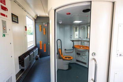 Bezbariérová toaleta v jednotce 861. Foto: ZSSK