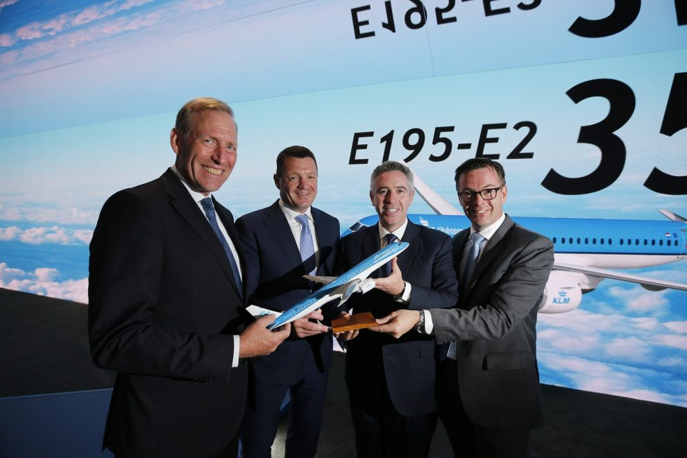 Podpis smlouvy na dodávku až 35 letadel E195-E2 mezi KLM a Embraerem. Foto: KLM