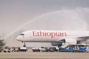Vodní slavobrána pro let Ethiopian Airlines po příletu z Frankfurtu do Prahy. Foto: Rosťa Kopecký / Flyrosta.com
