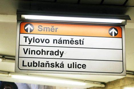 Původní navigační tabule v metru (I.P.Pavlova). Pramen: DPP