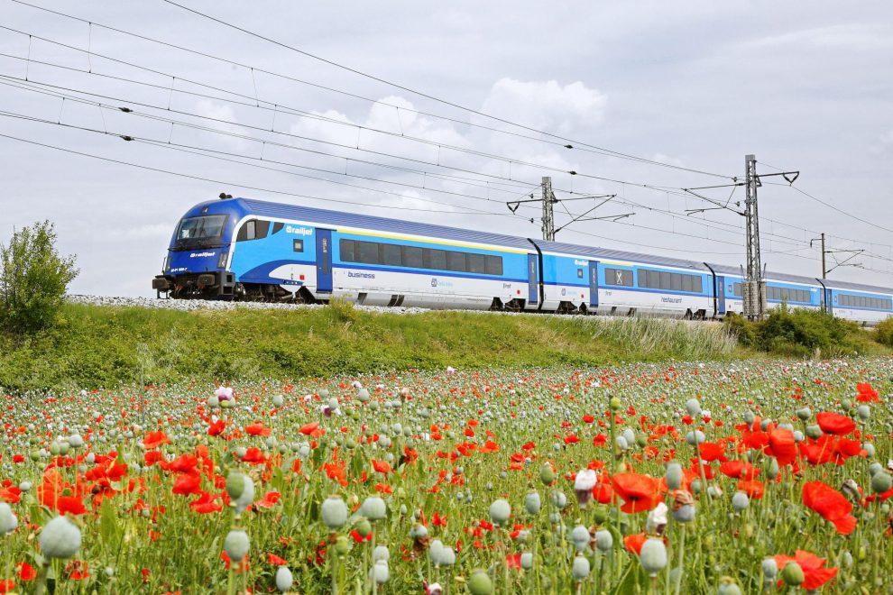 Railjet v Pečkách. Foto: České dráhy