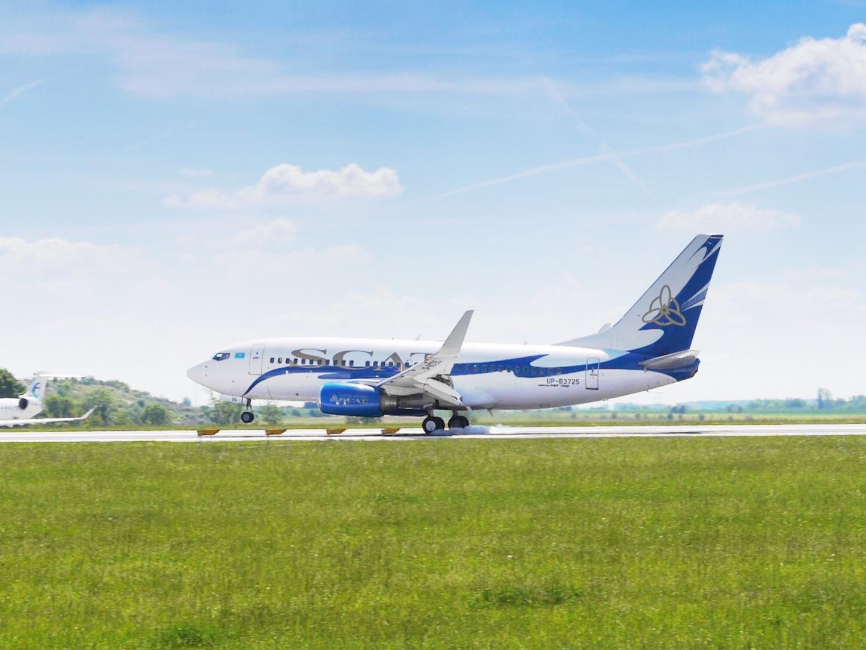 Boeing 737-700 SCAT Airlines přistává v Praze. Foto: FlyRosta.com