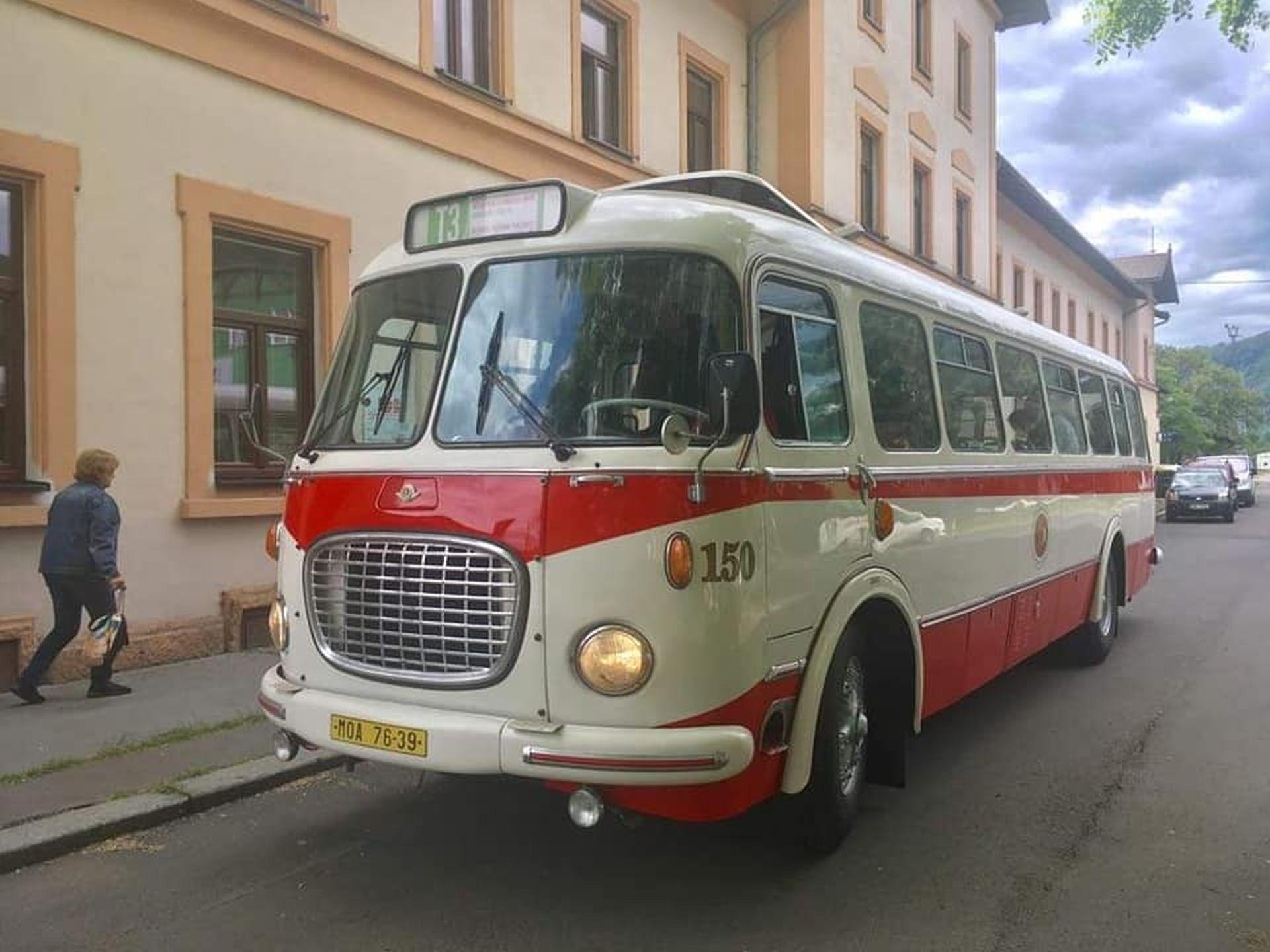 Autobus Škoda 706 RTO (na lince T32 bude jezdit verze LUX). Foto: Zubrnická museální železnice