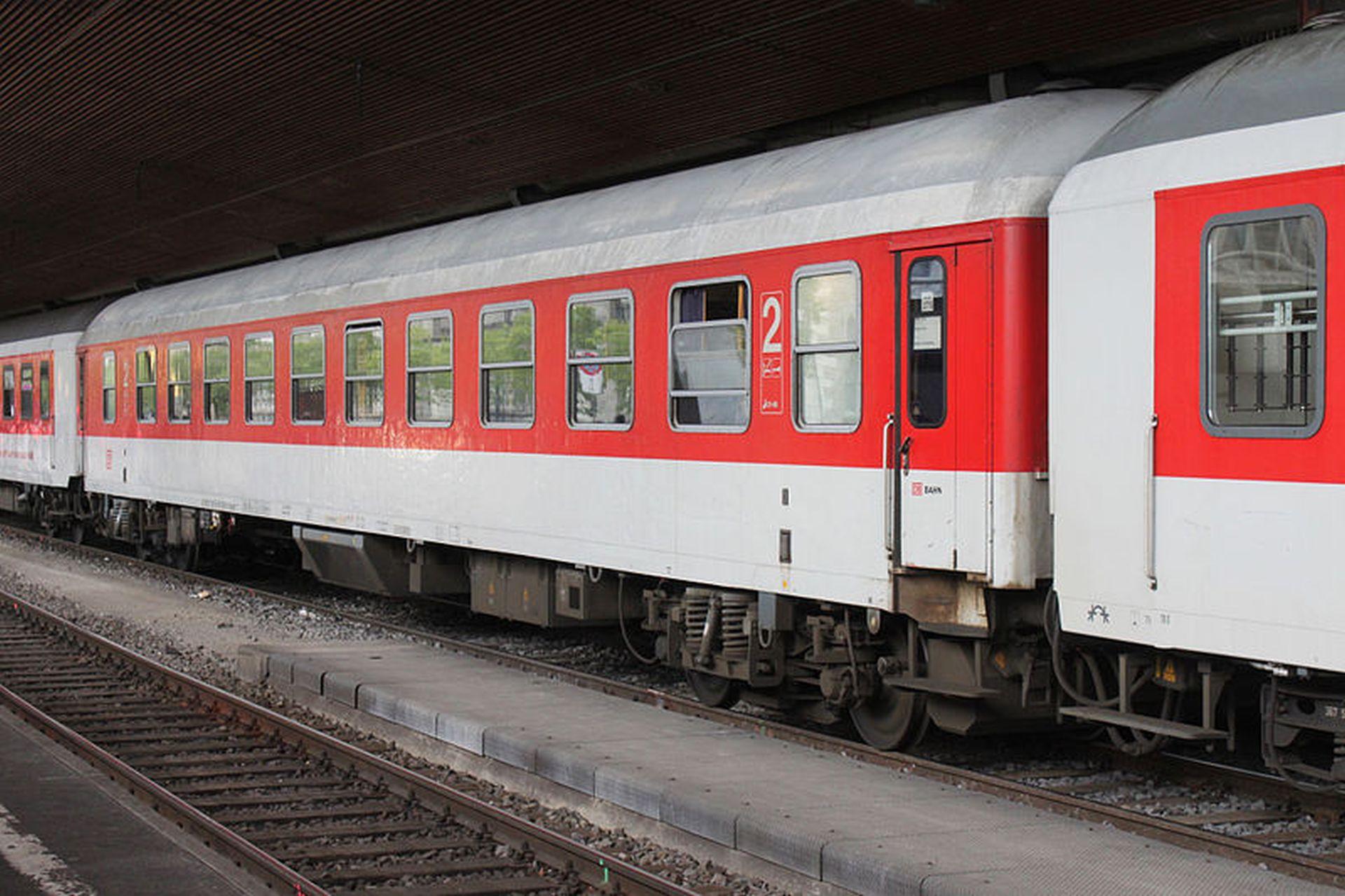 Vůz Bvcmbz v barvách DB v Curychu. Foto: NAC/Wikimedia Commons