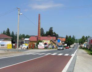 Silnice I/3, Olbramovice. Autor: Pavel Hrdlička, Wikipedia, CC BY-SA 3.0, https://commons.wikimedia.org/w/index.php?curid=40777791
