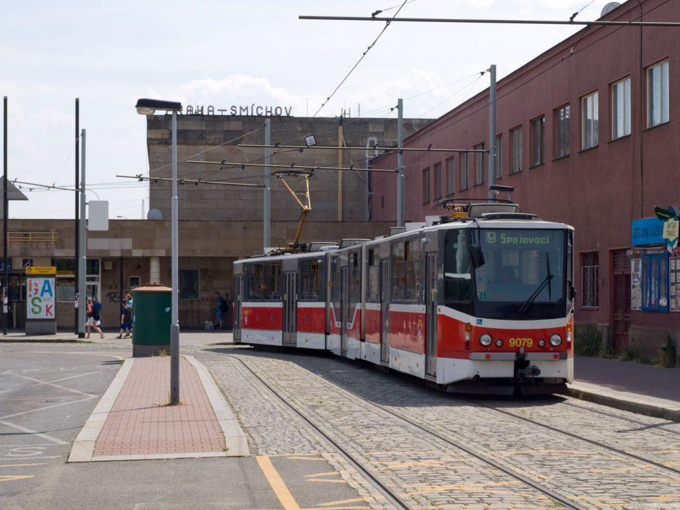 Tramvaj u Nádraží Smíchov. Foto: Honza Groh / Wikimedia Commons