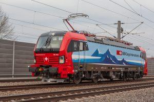 Lokomotiva Siemens Vectron v barvách SBB Cargo Int. Pramen. Siemens