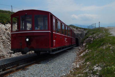 Na trase SchafbergBahn jsou dva tunely. Autor: Zdopravy.cz/Jan Šindelář