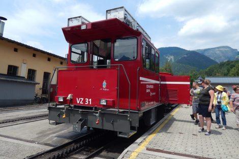 SchafbergBahn má i dvě moderní diesel-elektrické lokomotivy (r.v. 2010 a 2016). Autor: Zdopravy.cz/Jan Šindelář
