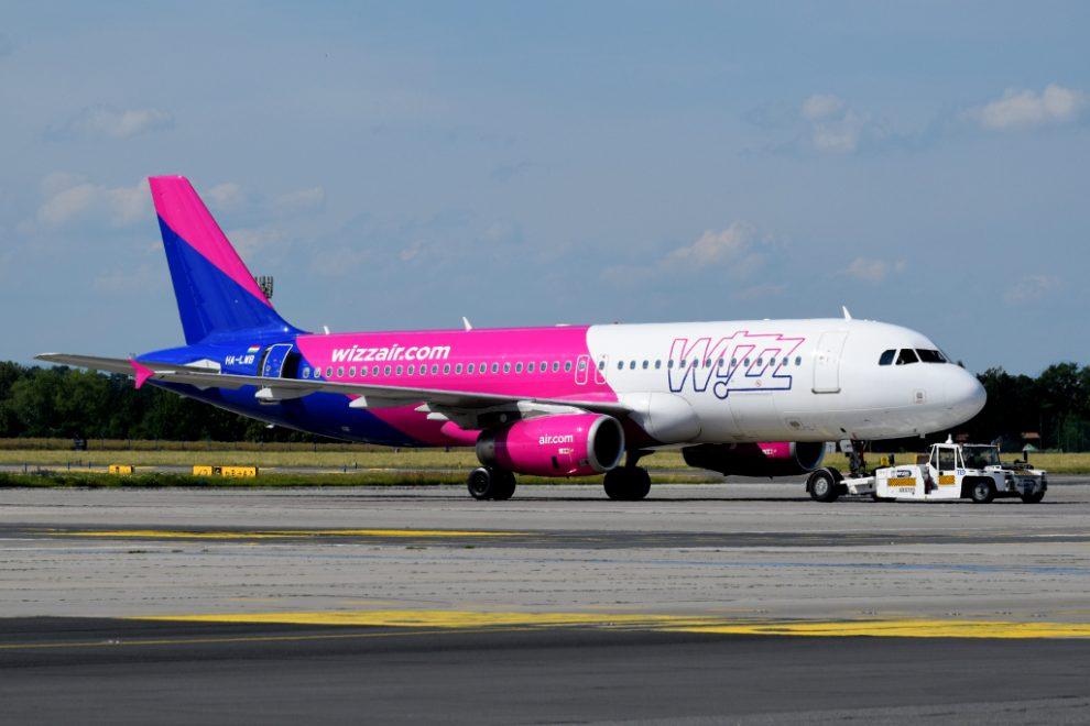 Letadlo Wizz Airu v Praze. Pramen: Letiště Praha