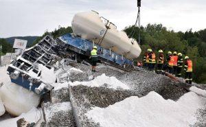 Vyprošťování nákladního vlaku po nehodě u Mariánských Lázní. Foto: HZS Karlovarského kraje
