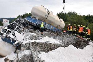 Vyprošťování nehody nákladního vlaku u Mariánských Lázní. Foto: HZS Karlovarského kraje