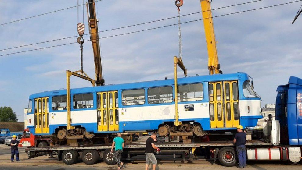 Nakládka tramvají T3 na Ukrajinu. Foto: Ekova Electric