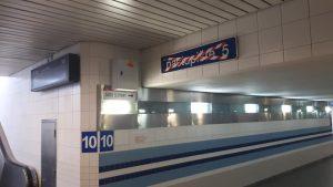 Změna orientačního systému na plzeňském nádraží v praxi. Foto: Aleš Petrovský