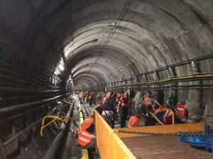 Z výměny pražců v pražském metru mezi stanicemi Pražského povstání a Pankrác. Foto: Swietelsky Rail