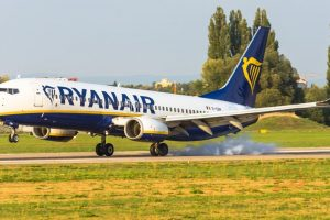 Boeing 737-800 společnosti Ryanair přistává v Pardubicích. Foto: Letiště Pardubice