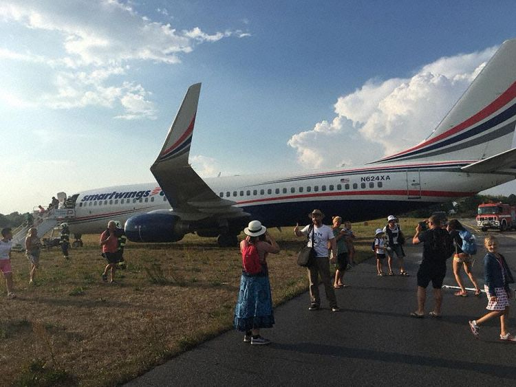 Boeing 737-800 společnost Swift Air po vyjetí z dráhy v Pardubicích. Foto: AVherald.com