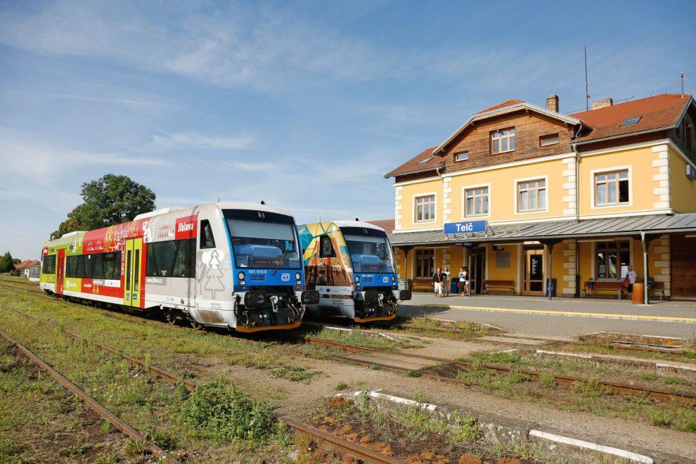 Motorové vozy řady 841 v Telči. Foto: České dráhy