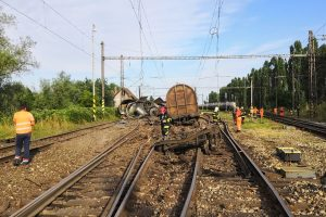 Ilustrační foto: Vykolejení nákladního vlaku v Trnovci nad Váhom. Foto: Peter Melicher / Railtrans.sk