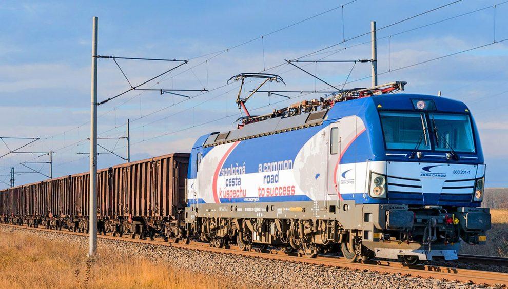 Lokomotiva Siemens Vectron v čele nákladního vlaku ZSSK Cargo. Foto: ZSSK Cargo