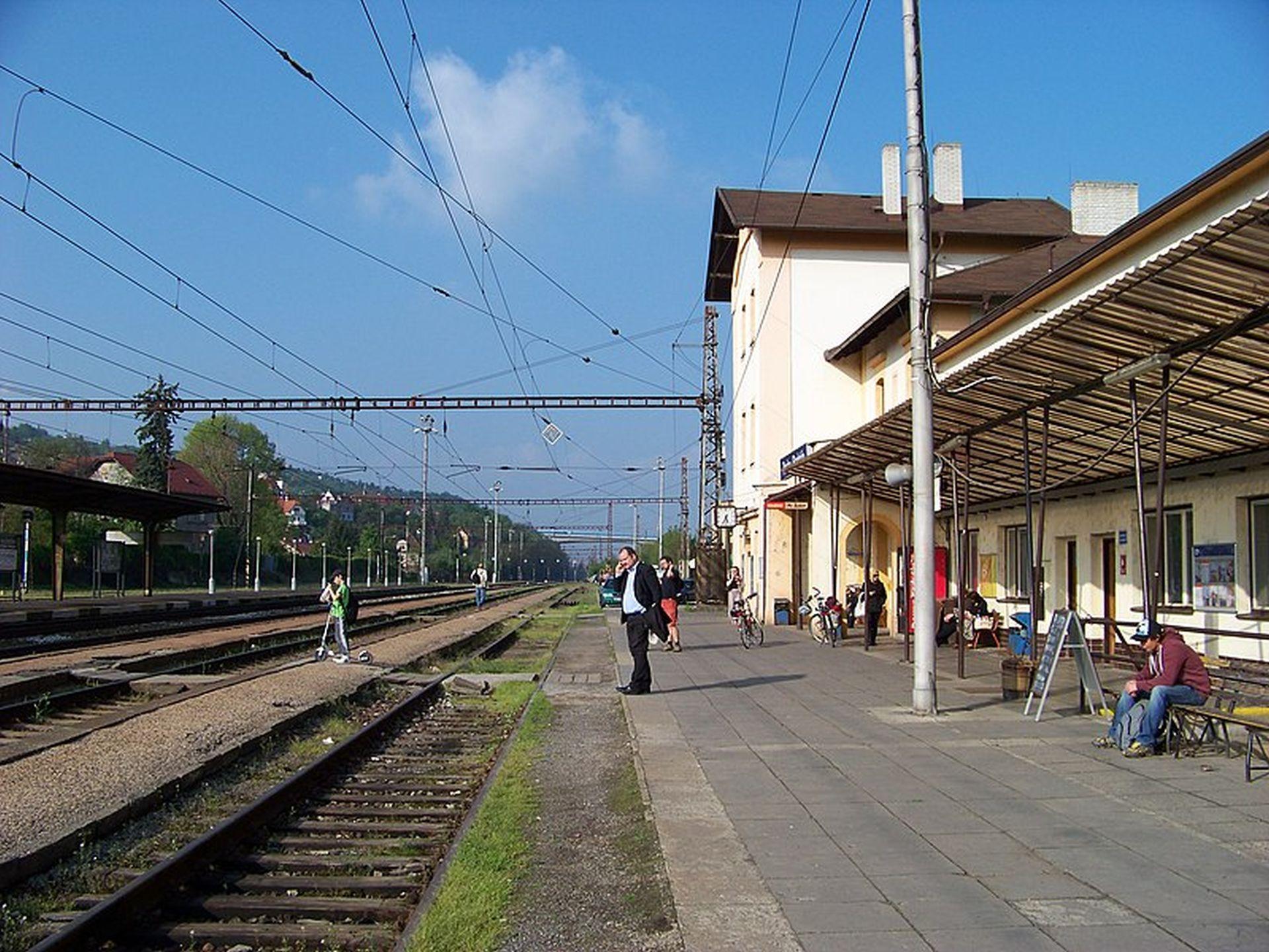 Stanice Praha - Radotín, původní stav. Foto: ŠJů/Wikimedia Commons