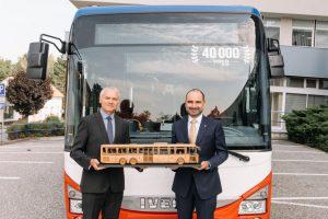 Předání autobusu Iveco Crossway Arrivě. Pramen: Iveco Bus