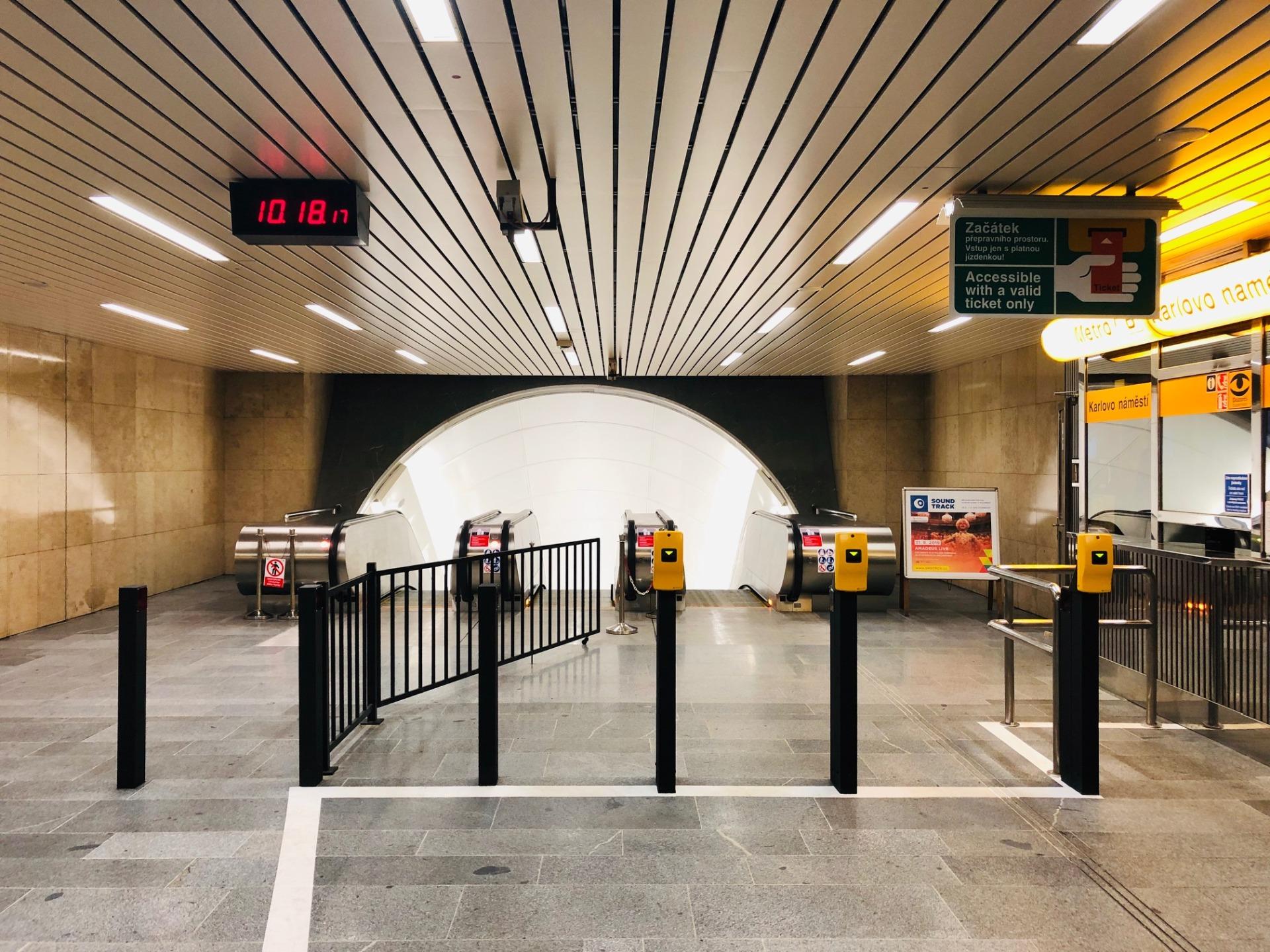 Opravený vestibul stanice metra B Karlovo náměstí. Pramen: DPP