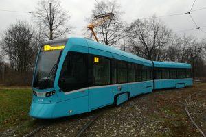 Tramvaj Stadler Tango NF2 na tramvajové smyčce Výstaviště v Ostravě. Foto: Gruntz0101/Wikimedia Commons